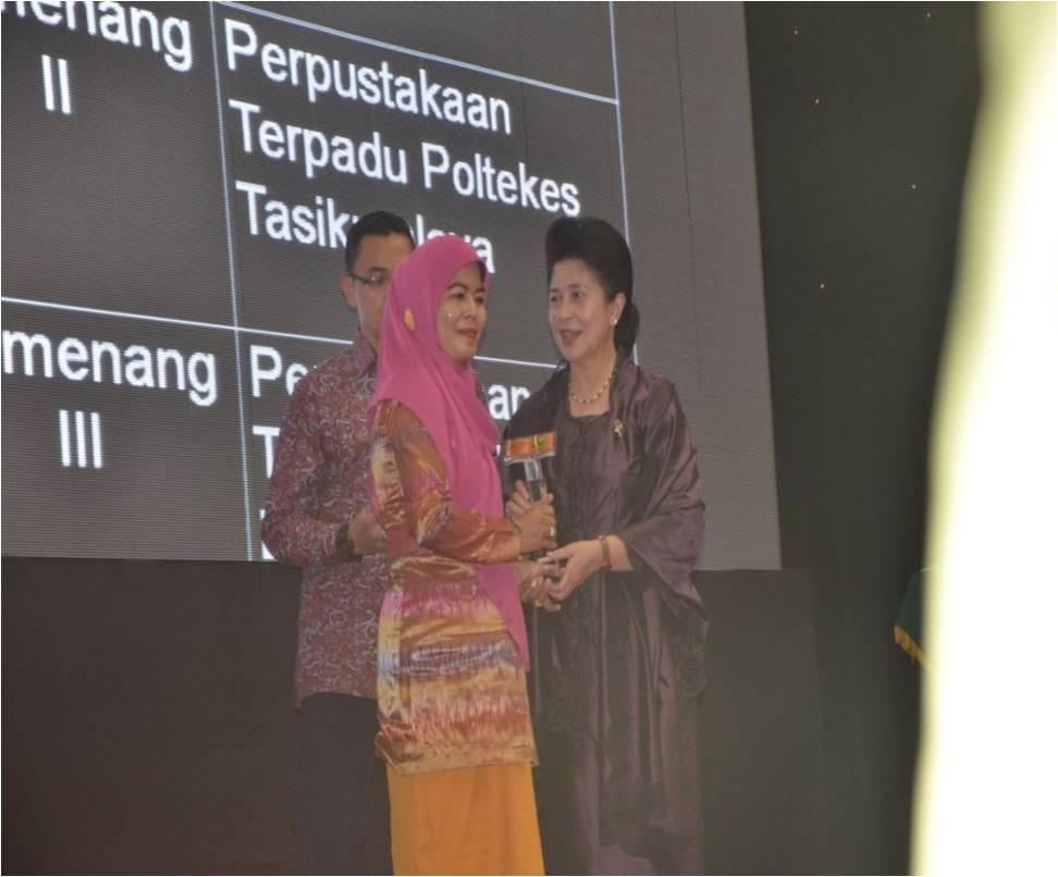 ACARA PENERIMAAN PIAGAM PENGHARGAAN PERPUSTAKAAN TERBAIK TAHUN 2014 DI LINGKUNGAN KEMENTERIAN KESEHATAN REPUBLIK INDONESIA