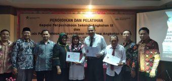 Cut Permataan Cahaya Raih Peringkat Pertama Pada Pendidikan dan Pelatihan  Pengelolaan Perpustakaan Inpassing Angkatan IX Provinsi Aceh.