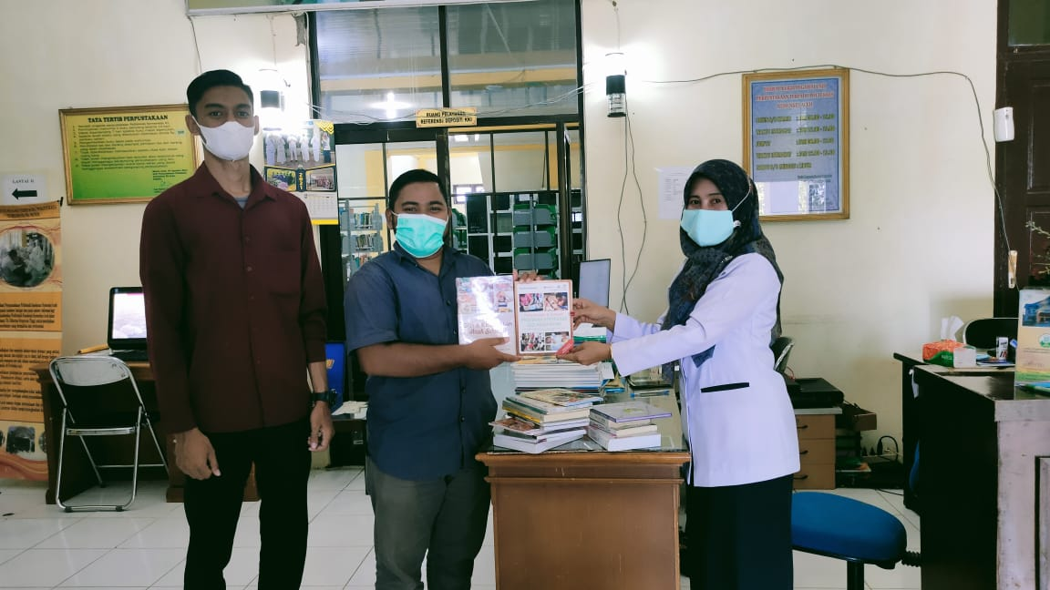 Alumni Gizi Poltekkes Aceh Hibahkan Koleksi Buku Untuk Perpustakaan